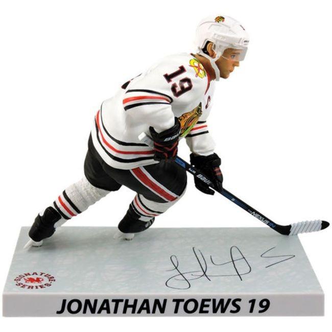 Figurka 19 Jonathan Toews Imports Dragon Player Replica Chicago
